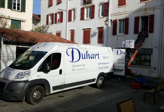 Camionette et monte meubles